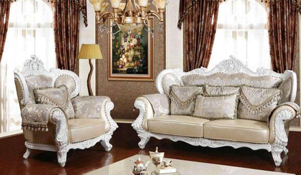 首先让我们先来看一下布艺沙发的特点有哪些 一是,可变性大,因为在布艺沙发可以选用不同的布料做外套,色彩、图案丰富,选择余地大。 二是,手感好,布艺沙发手感柔和、温馨,而且不同的布质有不同的手感。 三是,可替换,当外套使用日久褪色后,可以买新布料来代替。外套更换,可以当成是沙发的翻新。