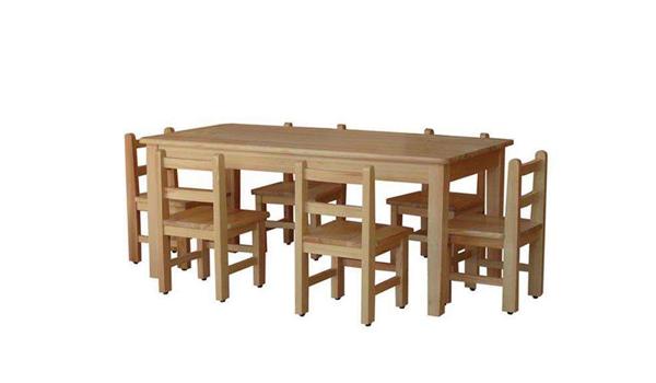 实木幼儿园桌椅是指完全由原木接合制做而为成,高档的有橡木图片