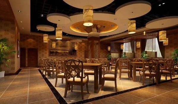 中式餐厅家具的形式与风格 中式餐厅家具的形式与风格在中式餐厅的室内设计中占据着重要的地位。中式餐厅的家具一般选取中国传统的家具形式,尤以明代家具的形式居多,因为这一时期的家具更加符合现代人体工学的需要。除了直接运用传统家具的形式以外,也可以将传统家具进行简化、提练,保留其神韵,这种经过简化和改良的现代中式家具,在大空间的中式餐厅中得到了广泛应用,而正宗明清式样的家具则更多地应用于小型雅间当中。 家具在餐饮空间中由于其面广量大,常常成为重要的视觉要素,因此在室内设计的初步阶段就应对家具的造型或设计进行充分