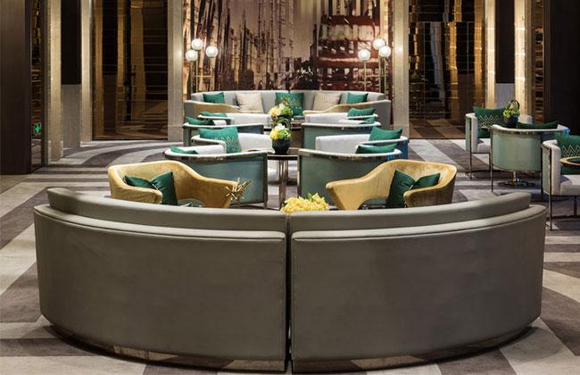 餐厅卡座-KZ-1031   异形卡座沙发常规尺寸   异形卡座沙发包括转角卡座沙发、圆形沙发卡座 、u型卡座沙发尺寸以及不规则形卡座沙发。其尺寸大多是根据地形和场地面积定制的。其中转角卡座沙发一般是根据桌子的尺寸来生产,尺寸是1200*1800*600*1050mm。圆形沙发卡座一般位于大厅中央,(http://www.